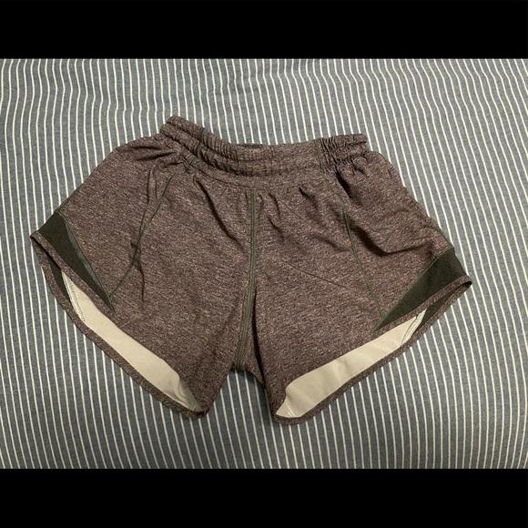 """Lululemon Hotty Hot shorts 4"""" length Low Rise sz 2"""